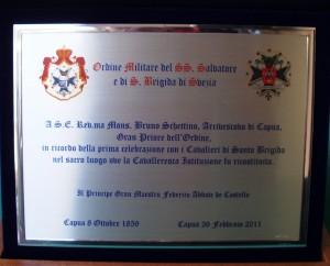 targa a S. E.Mons. Bruno Schettino Arcivescovo di Capua e Gran Priore