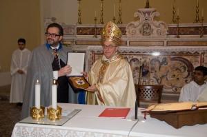 Il Luogotenente dell'Ordine Militare di S. Brigida Dr. Marciano con S. E. Mons. Schettino
