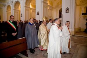 Ordine Militare di S. Brigida - Principe Gran Maestro ed il Gran Priore entrano in processione in Chiesa